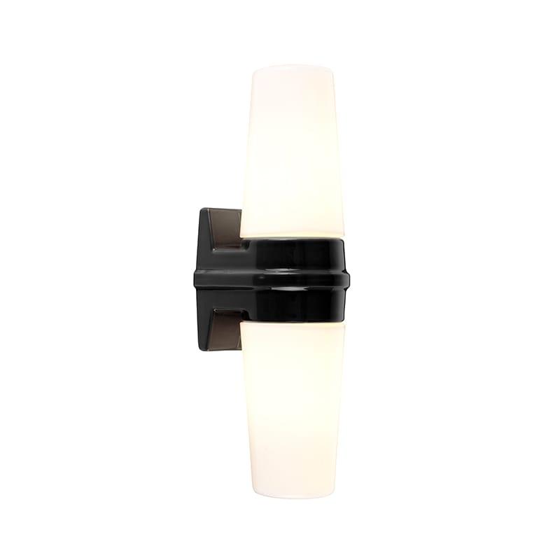 Bernadotte vägglampa dubbel opalglas/svart IP44